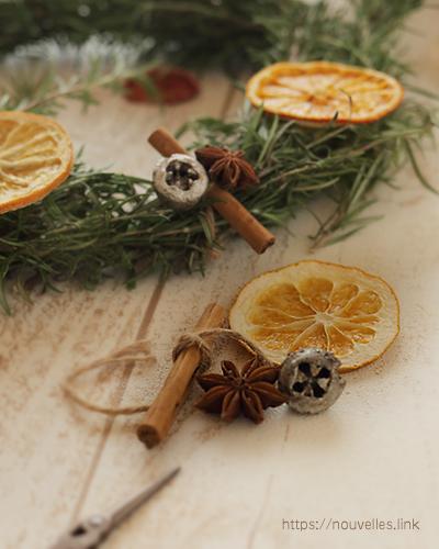 シナモン、ドライフルーツのオレンジ、ユーカリの実、スターアニス