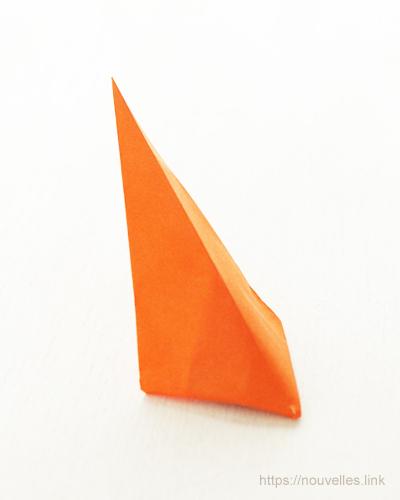 ダイソーの折り紙ブック⑥ おもちゃおりがみ むっくり三角