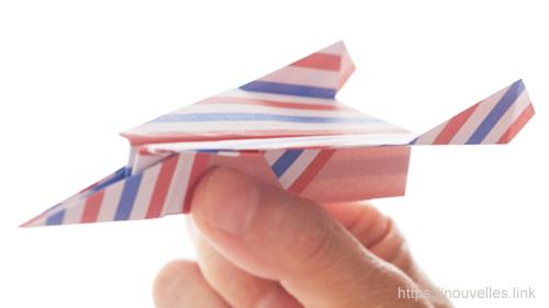 ダイソーの折り紙の本 おりがみブック⑦ おりがみひこうき フライシャーク