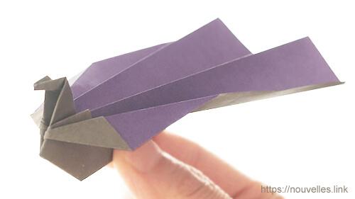 ダイソーの折り紙の本 おりがみブック⑦ おりがみひこうき 孔雀飛行機