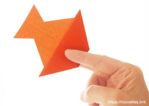 ダイソーの折り紙の本 おりがみブック⑦ おりがみひこうき 燕黒飛行機